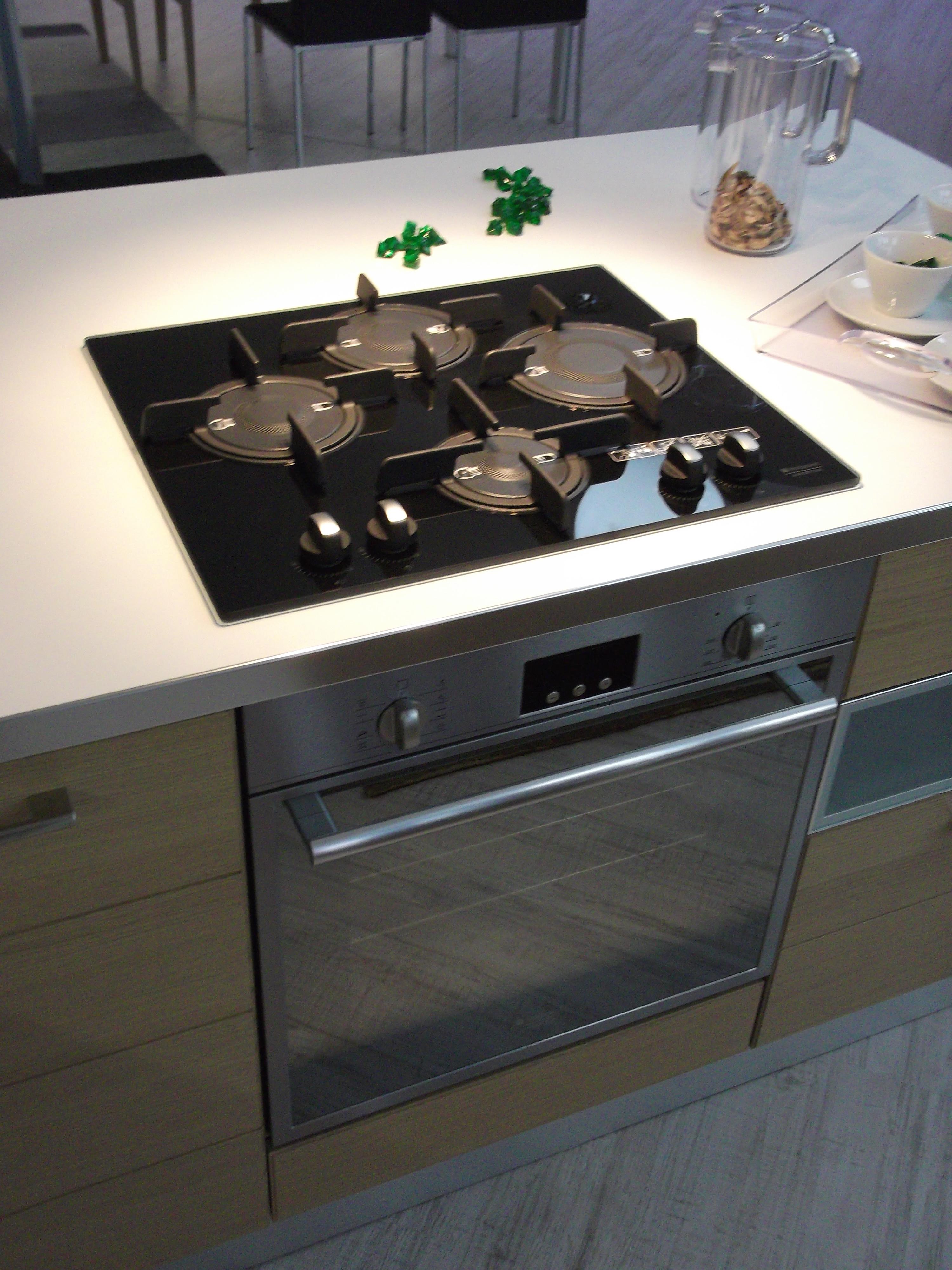 Cucina play scavolini scontata cucine a prezzi scontati - Piano cottura e forno ...