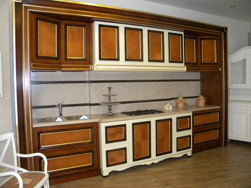 Cucina Prestigiosa In Legno Massello Con Colonne Dispensa Top In  #AD8D1E 1024 768 Carrelli Da Cucina Con Piano In Marmo
