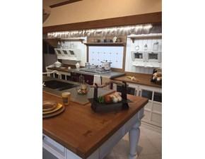 Cucina  provenzale ad isola bianca in legno Salaiolo Orchidea