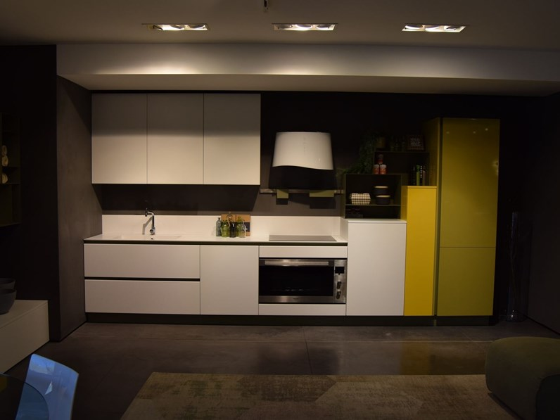 Cucina replay moderna bianca lineare stosa cucine - Cucina bianca moderna lineare ...