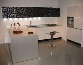 Cucina Riciclantica design bianca con penisola Valcucine