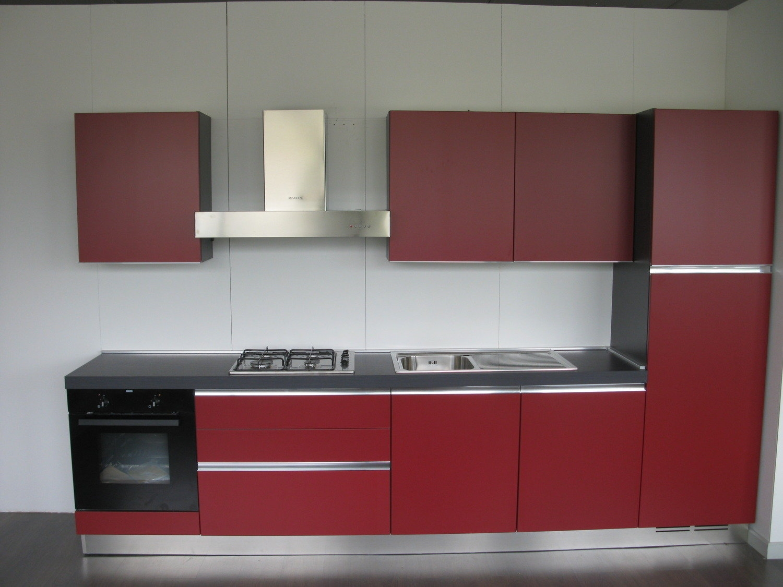 Cucina Pareti Rosso ~ Idee Creative su Interni e Mobili