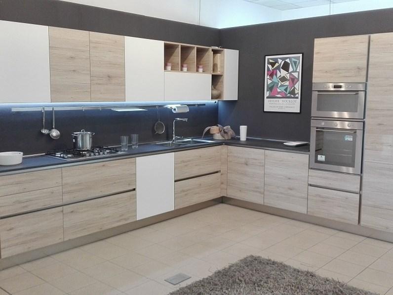 Cucina rovere chiaro design ad angolo Oslo gola Gicinque cucine in ...
