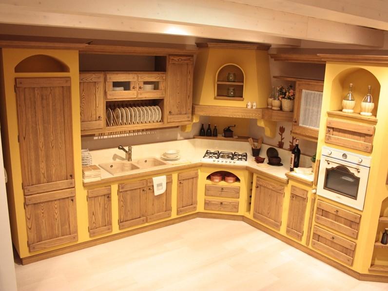 Cucina rovere chiaro in muratura ad angolo Borgo antico mod. anita Lube  cucine in Offerta Outlet