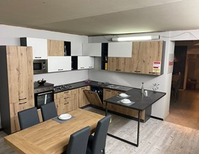 Cucina rovere chiaro moderna ad angolo New Artigianale scontata