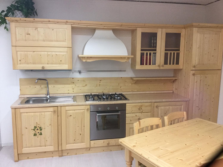 Cucina rustica massello scontata 50 cucine a prezzi for Arredo cucina rustica