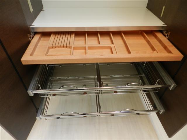 Cucina Con Elettrodomestici Bianchi : venduto cucina con colonne ...