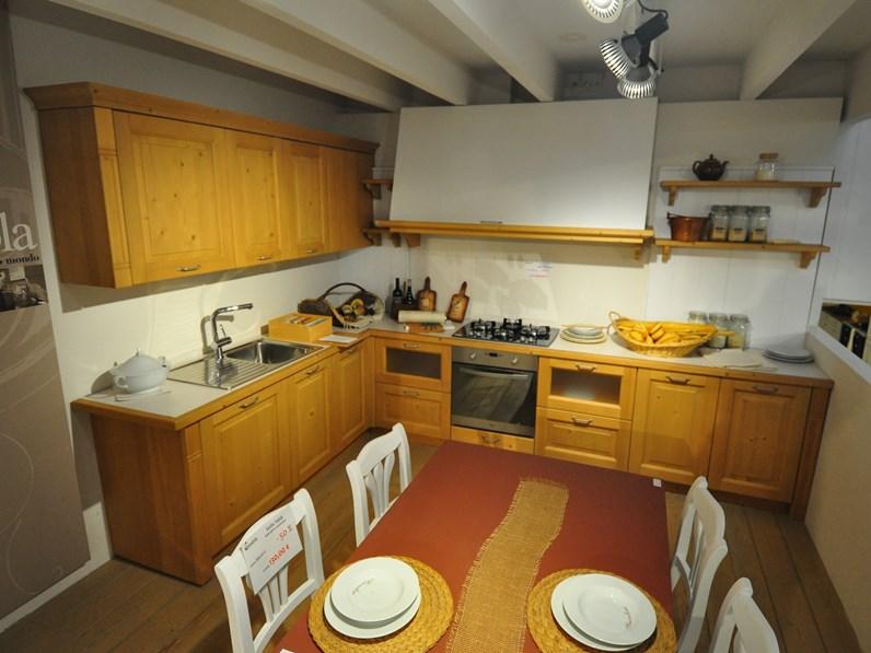 Cucina scandola in legno di abete prezzi outlet for Folini arredamenti