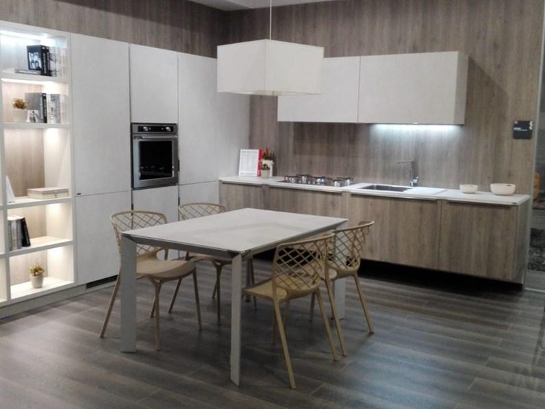 Cucina Scavolini ad angolo bianca in laminato mod. Mood a PREZZO OUTLET