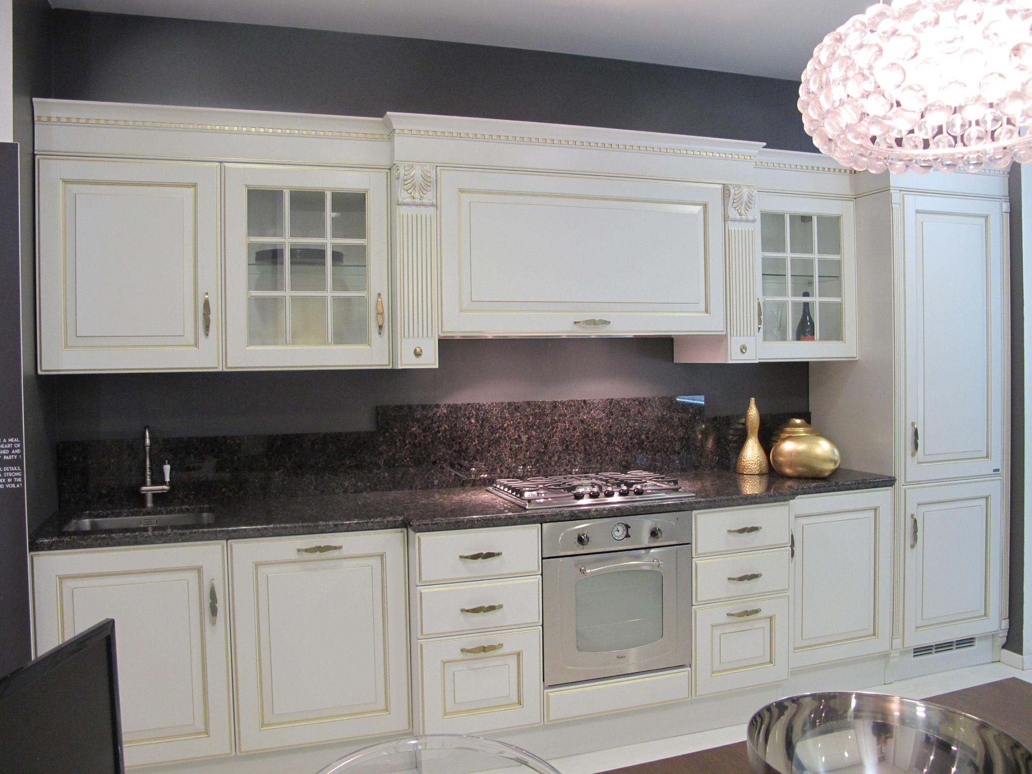 Cucina scavolini baltimora classiche laccate opaco bianca for Cucina classica bianca