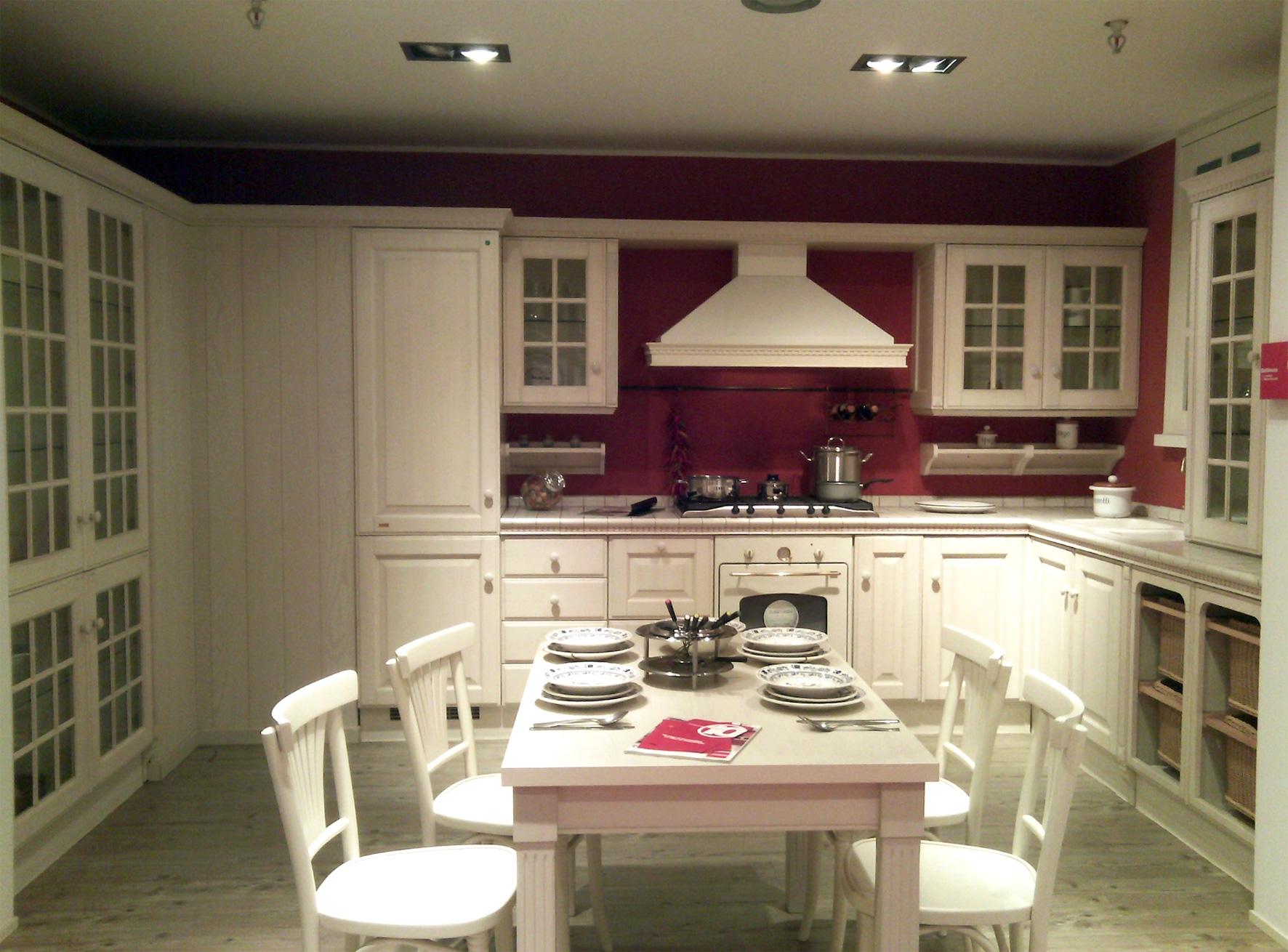 Ultimo saldo cucina scavolini baltimora stile classico for Esposizione mobili milano