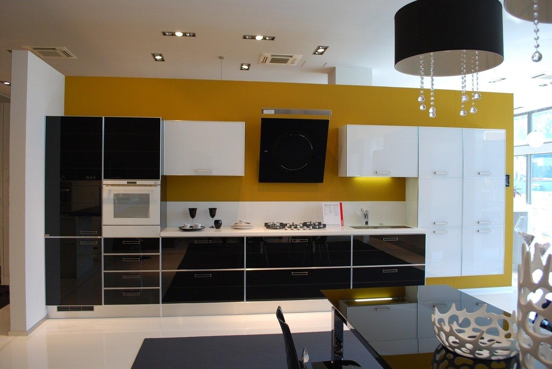 Cucina In Legno Ciliegio E Laccato Bianco Top E Schienale In Okite  #6C4C19 1500 1004 Top Cucina Corian O Okite