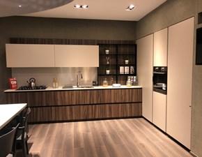 Cucina Scavolini design ad angolo noce in laminato materico Delinea
