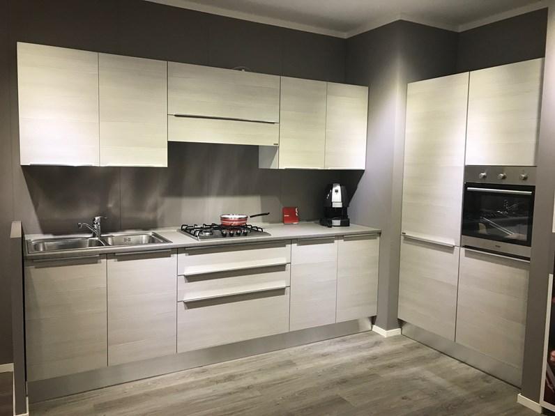 Cucina scavolini easy urban in laminato larice pasha - Scavolini prezzi cucine ...