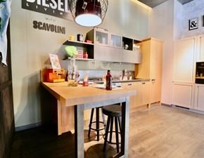 Cucina Scavolini industriale con penisola magnolia in legno Diesel social kitchen