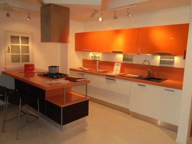 Cucina scavolini mod mood 5397 cucine a prezzi scontati for Cocinas naranjas y blancas