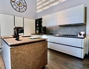 Cucina Scavolini moderna ad isola grigio in laminato materico Liberamente