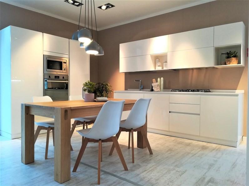 Cucina scavolini moderna bianca in laccato lucido liberamente - Scavolini cucina bianca ...