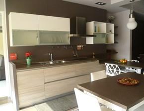 Cucina Scavolini moderna con penisola bianca in laccato lucido Liberamente