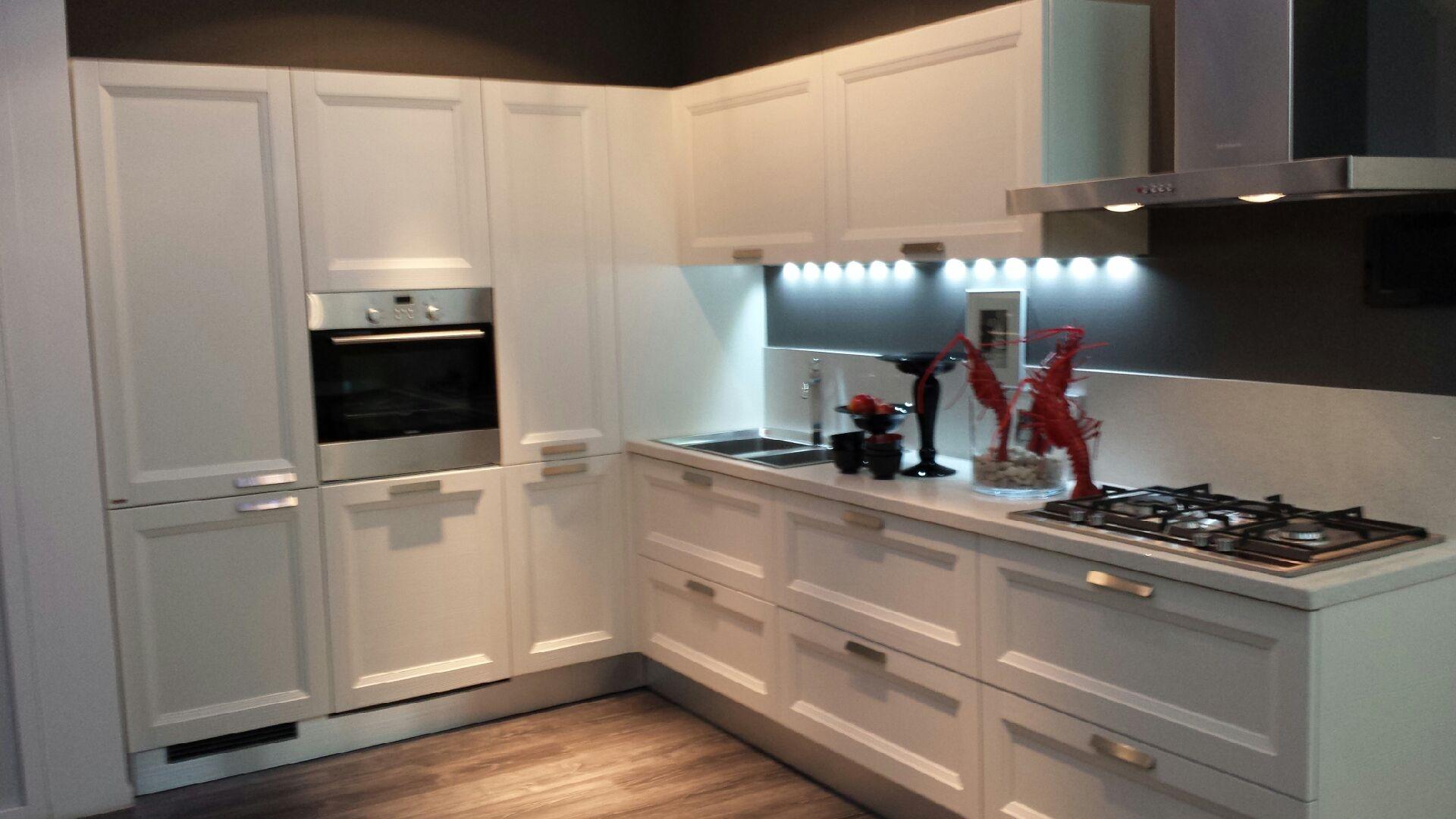 Cucina scavolini scavolini esprit classica legno bianca cucine a prezzi scontati - Cucina classica contemporanea ...
