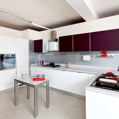 Cucine attrezzate excellent cucina a scomparsa con parete for Scavolini pareti attrezzate