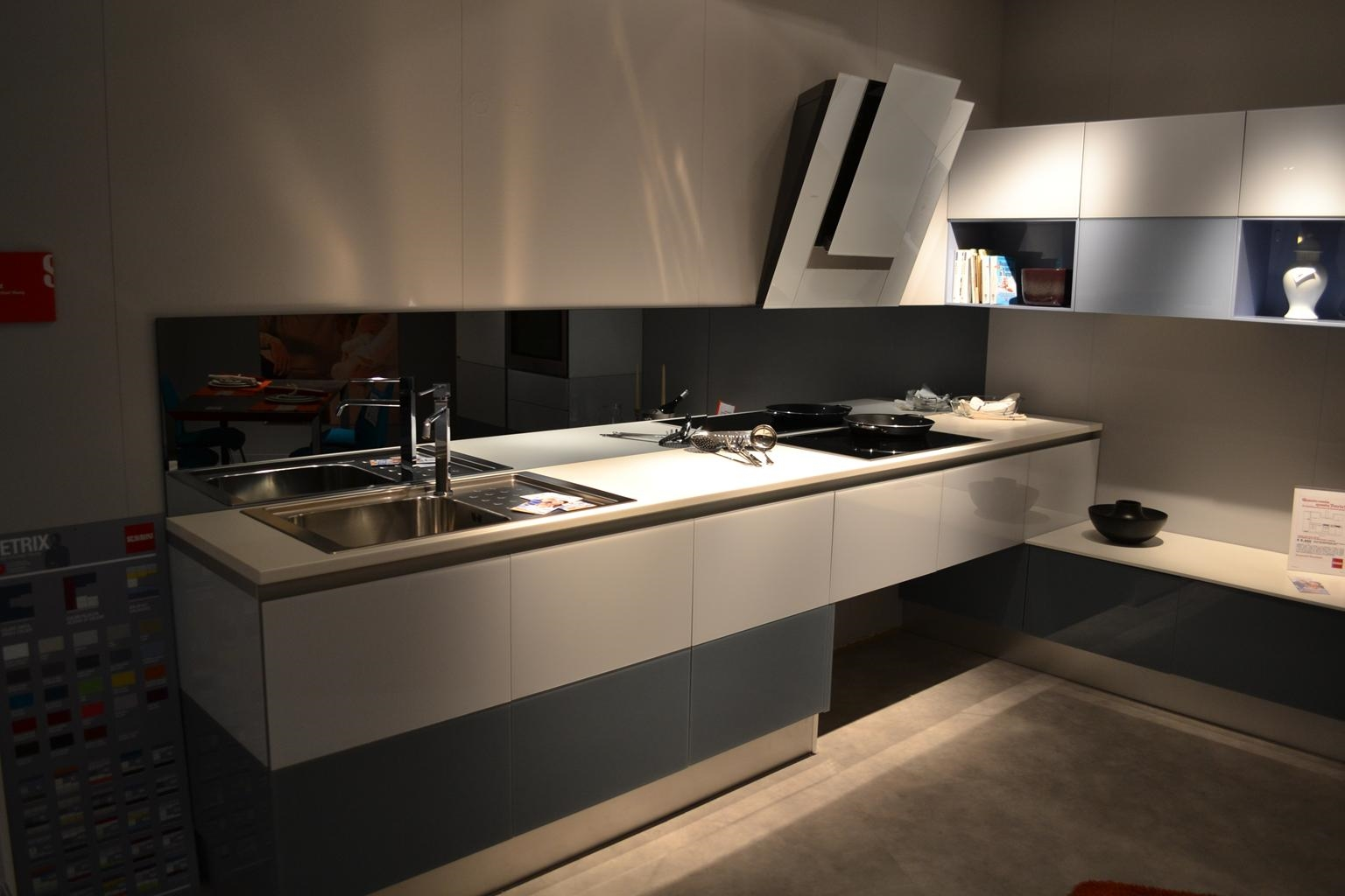 Cucina scavolini tetrix vetro multicolor lucida design - Top cucina in vetro ...