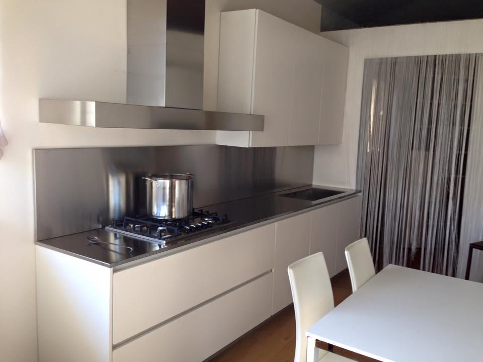 Cucine Moderne Nere Lucide: Piastrelle per cucina bianca lucida rivestimenti con.