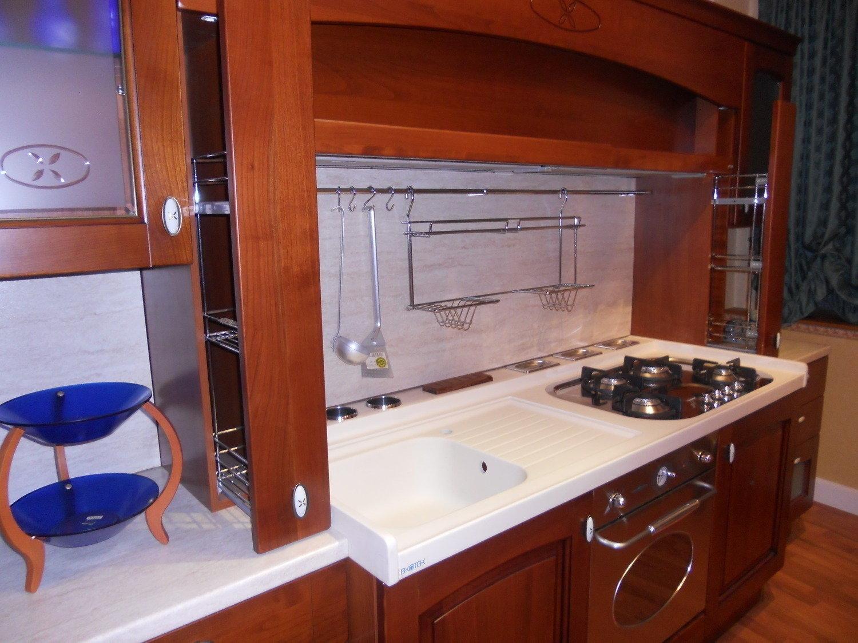 Mobile bianco con cassetti a colonna basso - Illuminazione cucina moderna ...