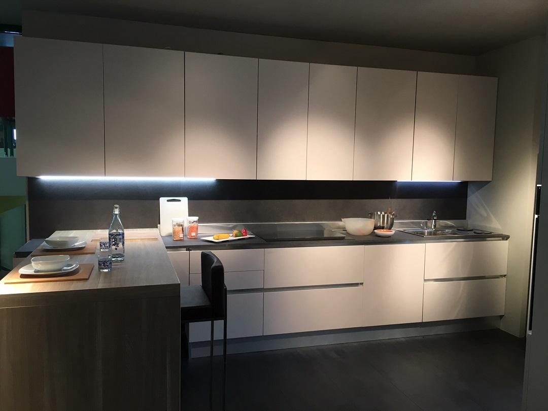 Cucina gold lab scontata del 51 in polimerico tortora for Cucina tortora