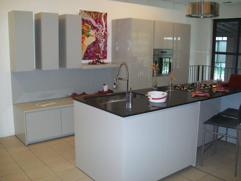 Cucina Con Quarzo Nero : lineare cm 400 laccata lucida ecrù con top ...