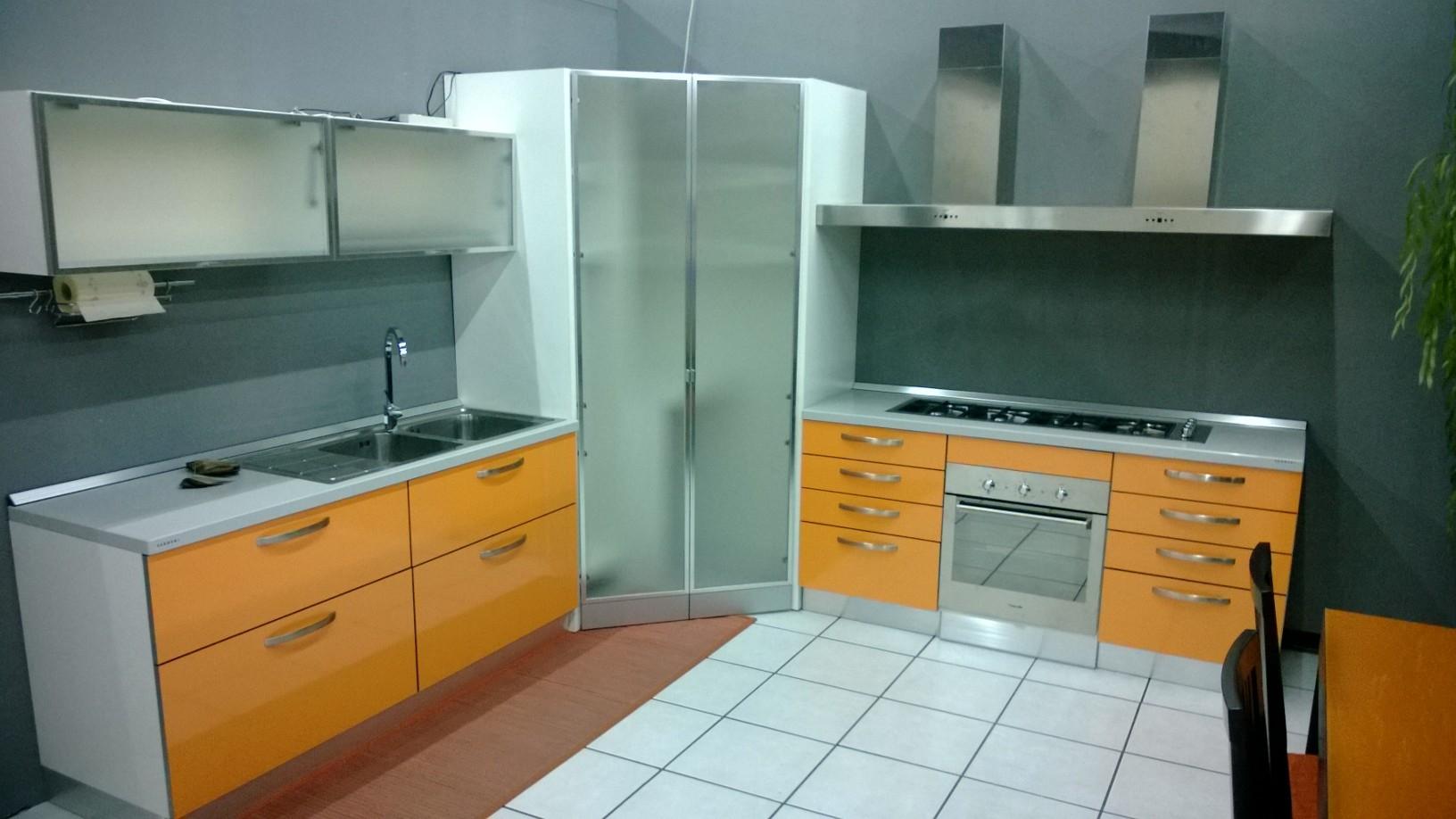 Mobile cucina angolare simple cucina ad angolo limone for Mobile angolare