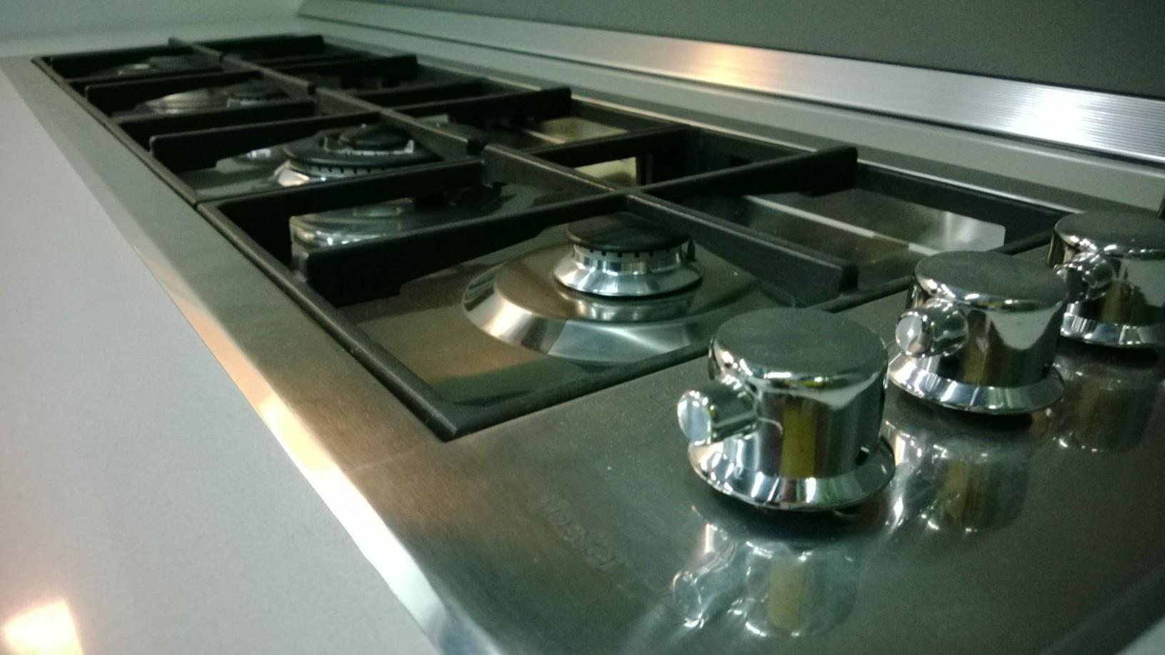 Cucina showroom scontata cucine a prezzi scontati for Piano cottura cucina