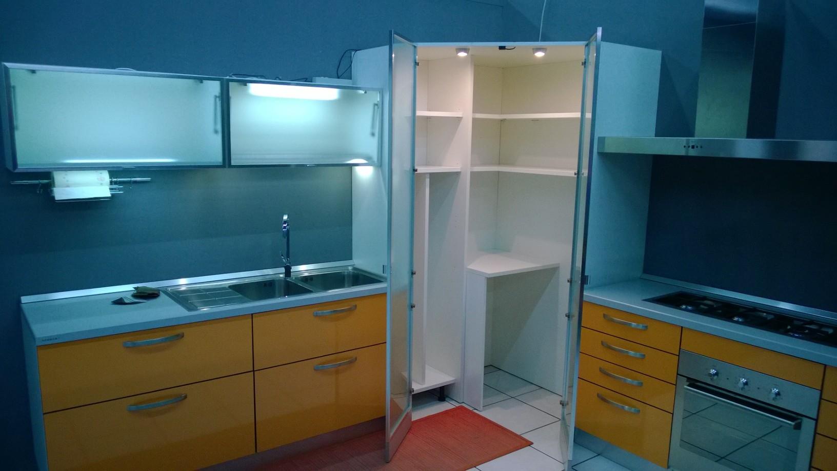 Cucina showroom scontata cucine a prezzi scontati - Cucina con dispensa ...