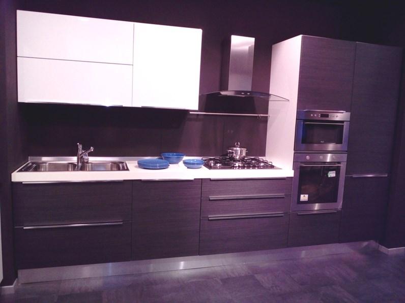 Cucina slim lineare ante polimerico opaco rovere grigio for Vergani arredamenti