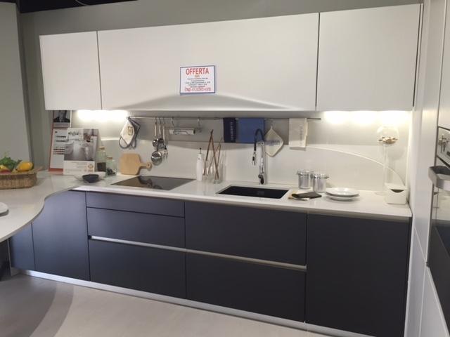 Cucine bianche e nere for Piastrelle cucina bianche e nere