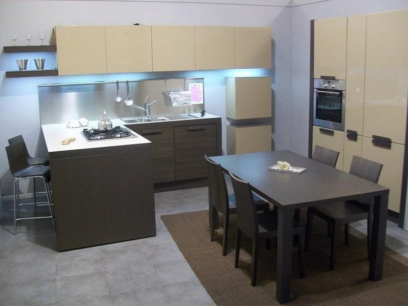 cucina con penisola sottocosto euromobil