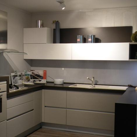 Cucina sottocosto gatto 74 con penisola snack cucine a - Cucine con forno alto ...