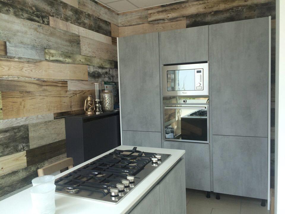 Cucina spagnol cucine cucina effetto cemento moderne laminato materico cucine a prezzi scontati for Piano cucina in cemento