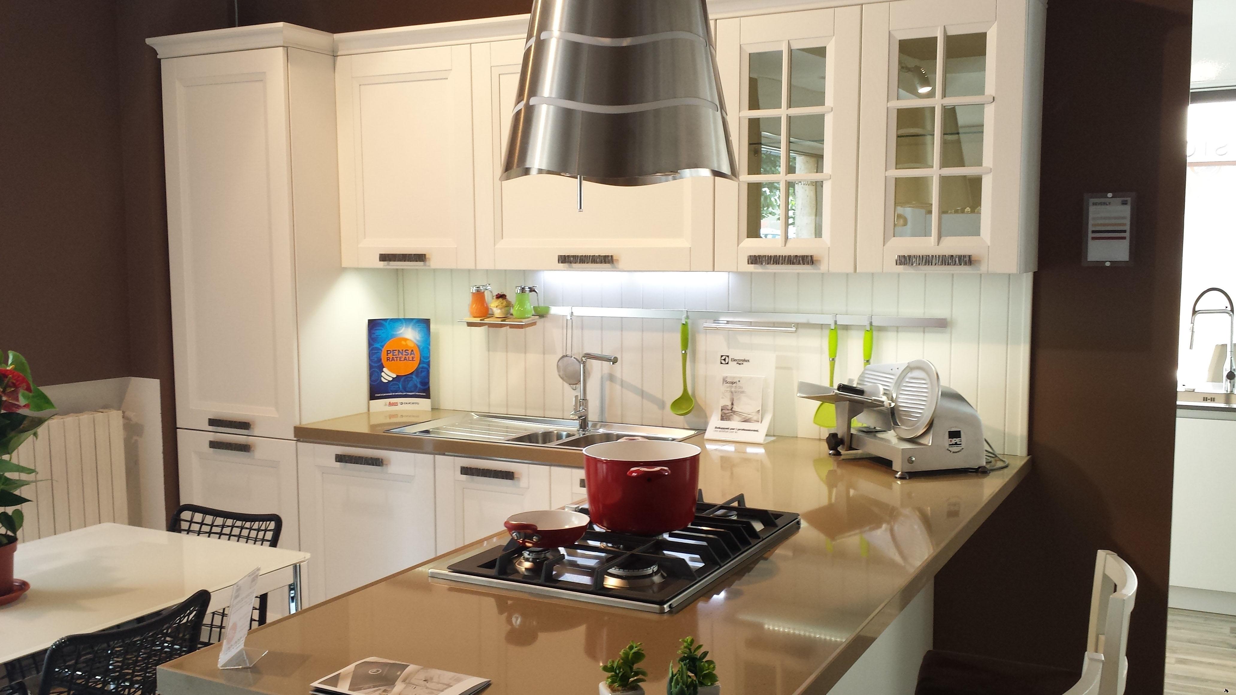 Cucina stosa beverly in offerta esposizione cucine a for Tavoli da cucina stosa