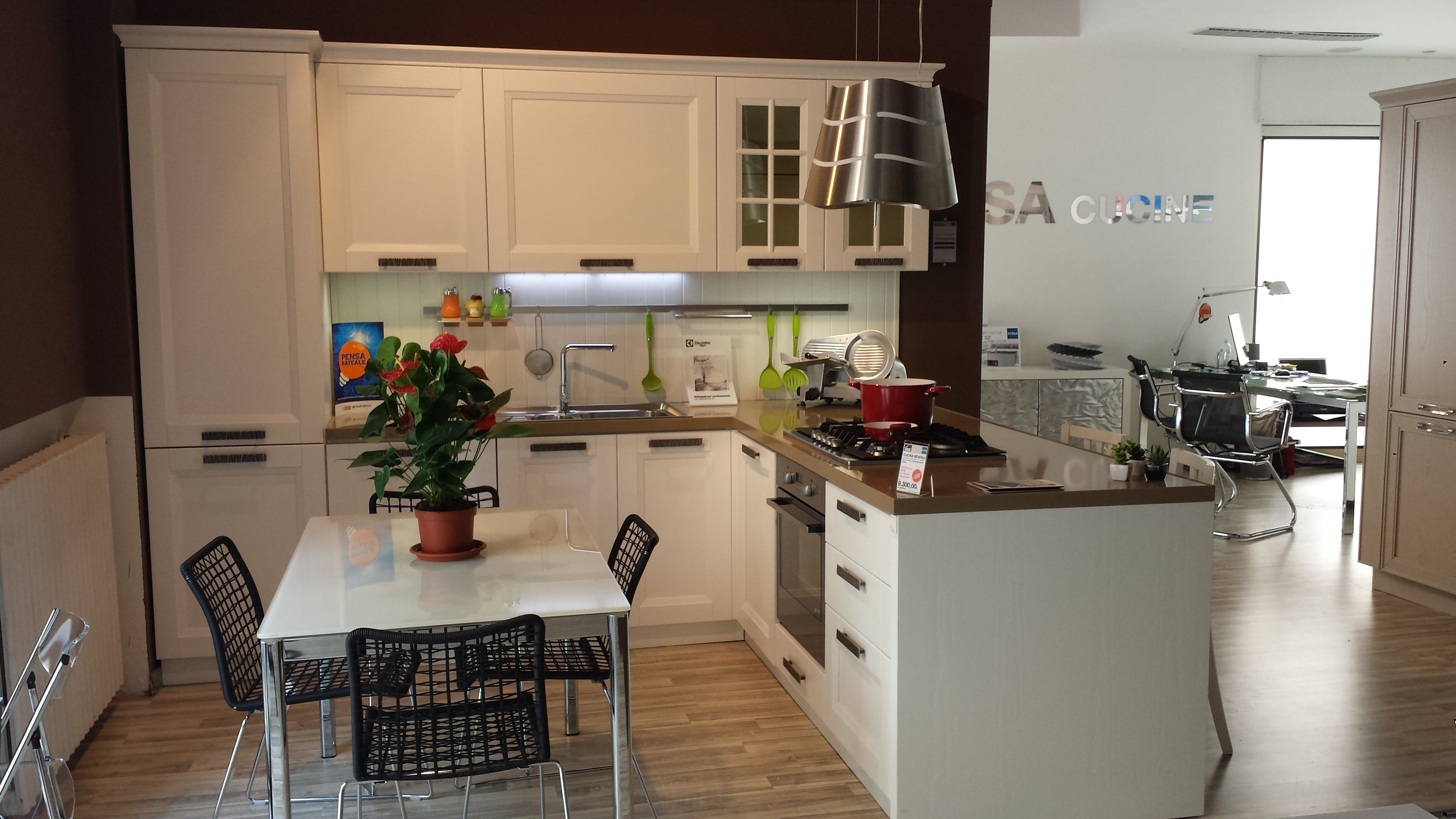 Stosa cucine cucina beverly classica legno bianca cucine for Top per cucine prezzi