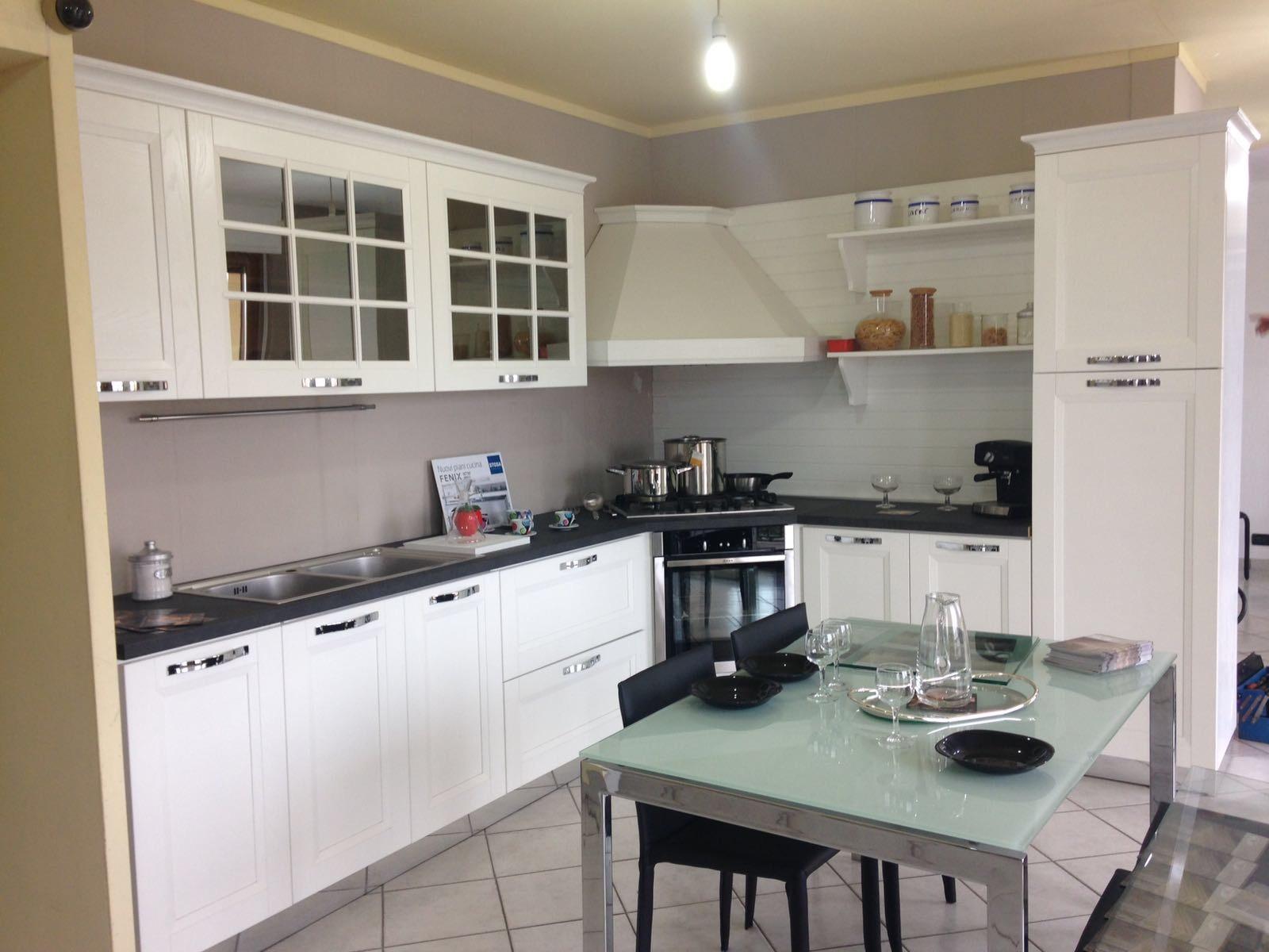 Cucina stosa cucine beverly classica legno bianca scontata for Cucina classica bianca