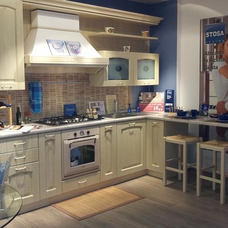 Disegno stosa cucine ginevra vaniglia : Cucina Stosa Cucine Ginevra legno laccato vaniglia decapè scontato ...