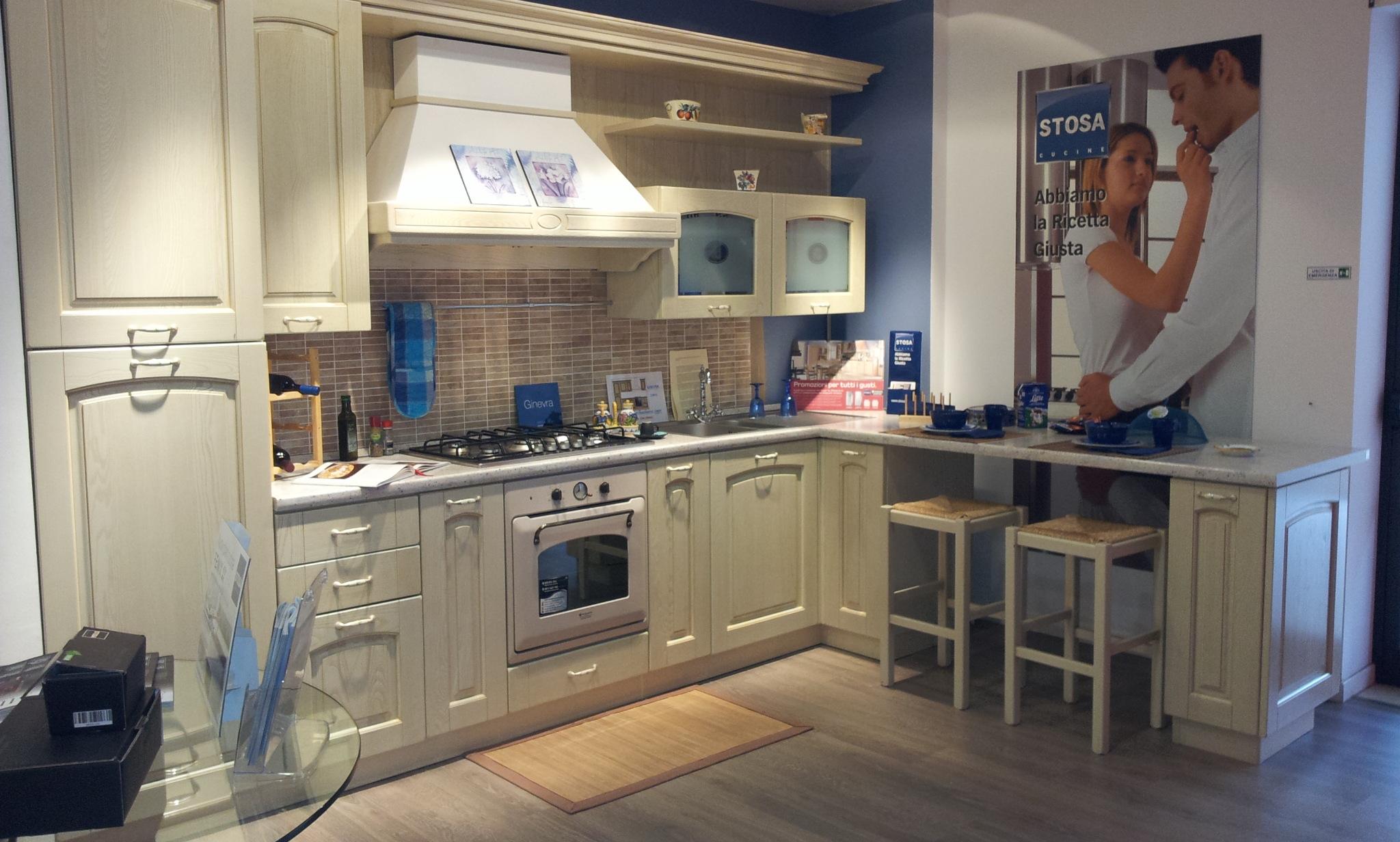 Cucina con penisola stosa cucine ginevra cucine a prezzi - Cucina color panna ...