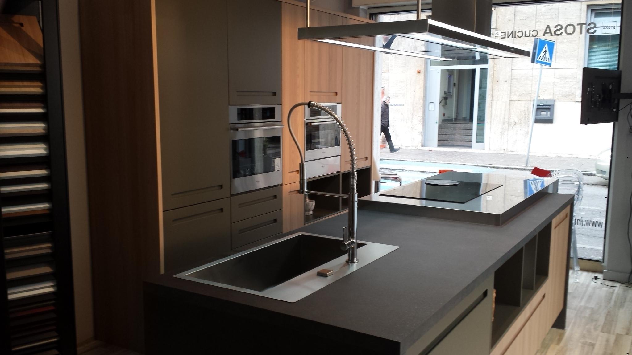 Cucine moderne legno simple cucine nere e legno with for Stosa cucine verona