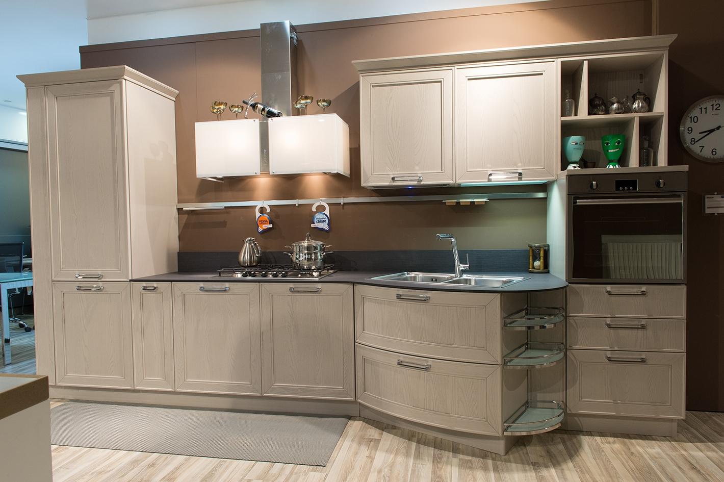 Stosa cucine cucina maxim classica legno cucine a prezzi for Outlet cucine