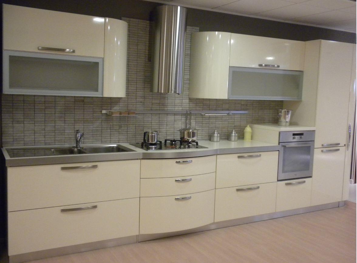 Cucina con ante bombate modello patty stosa cucine - Prezzi ante cucina ...