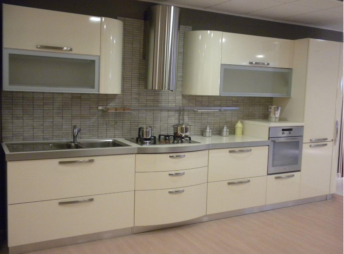 Cucina con ante bombate modello patty stosa cucine scontata cucine a prezzi scontati - Prezzi ante cucina ...