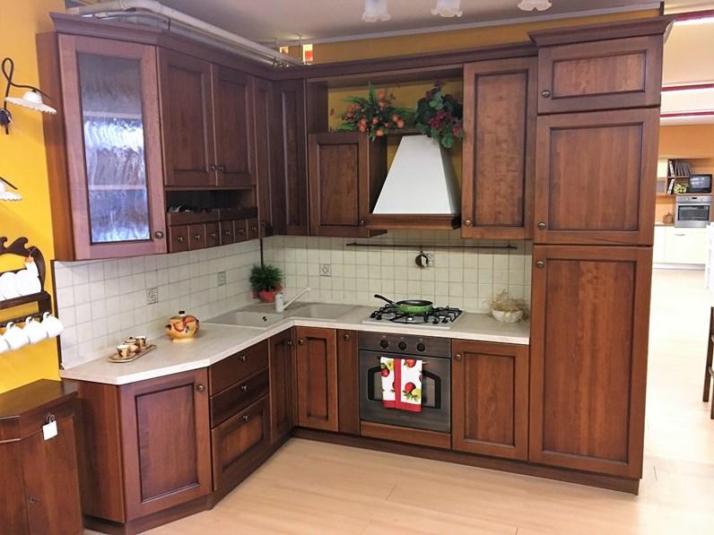 Cucina classica in legno di noce in offerta - Cucine a prezzi scontati