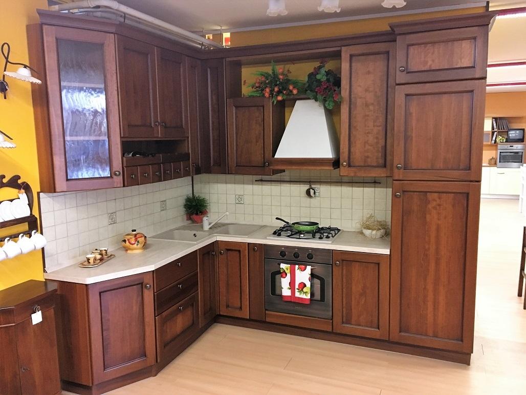 Cucina classica in legno di noce in offerta cucine a - Cucina scavolini classica ...