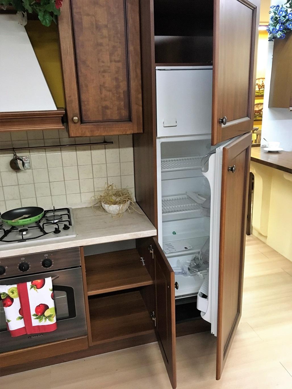 Cucina classica in legno di noce in offerta cucine a - Cucine fratelli onofri ...
